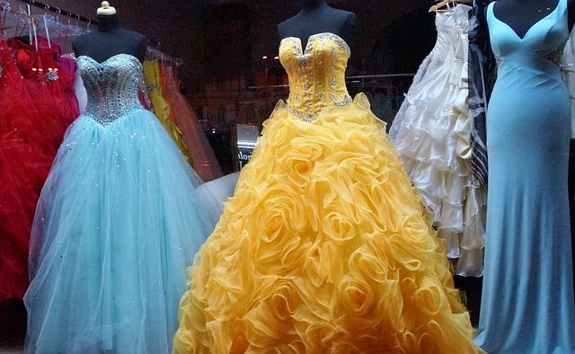 půjčovna plesových šatů.jpg