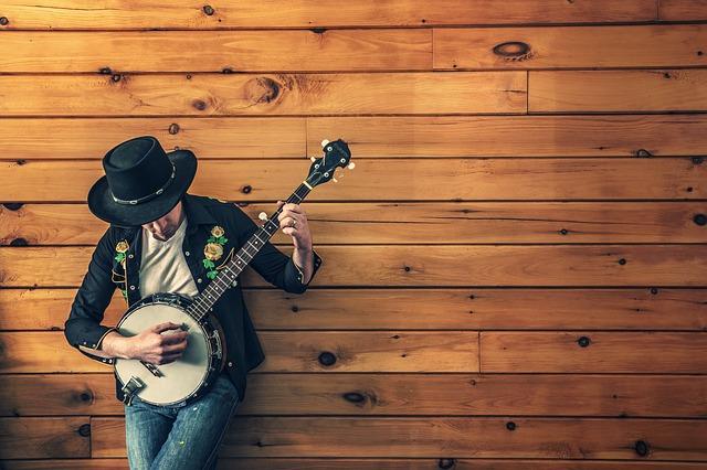 hudebník a banjo