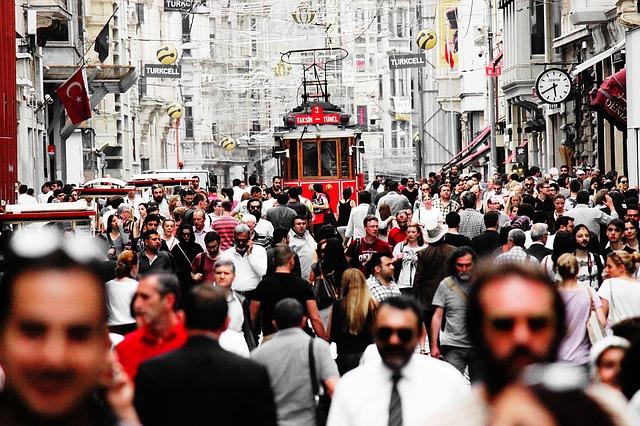 přeplněná ulice
