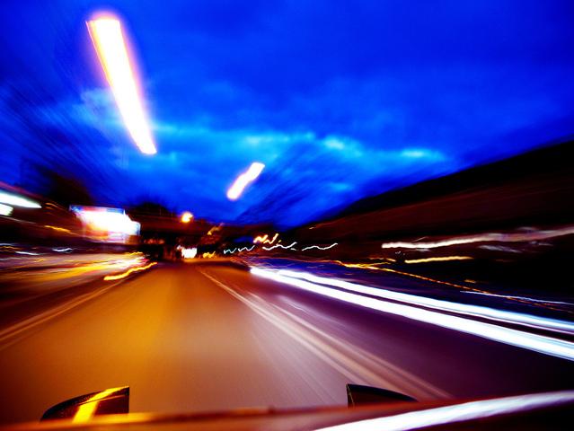 pohled za jízdy z kabiny stěhovacího vozu.jpg