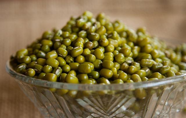 mungo fazole ve skleněné misce