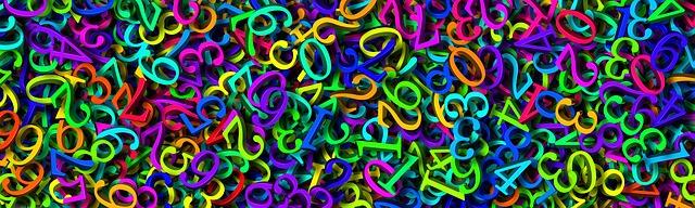 hromada různobarevných číslic
